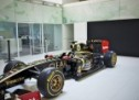Black & Gold & Green: Lotus F1 Factory Tour